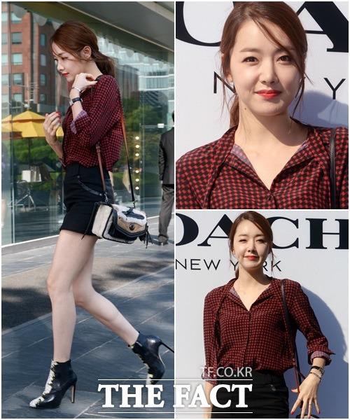 \u201c10月の花嫁\u201dの女優ソ・イヒョンは、去る5日、ソウル市内で開かれた「COACHポップアップストアオープン」イベントに出席した。バーガンディーチェック柄のシャツを着た