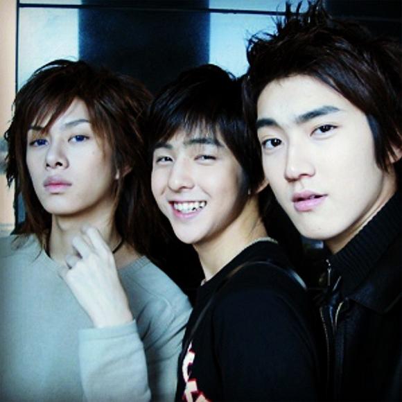 SUPER JUNIOR ヒチョル、キボム&シウォンとの昔写真を公開して